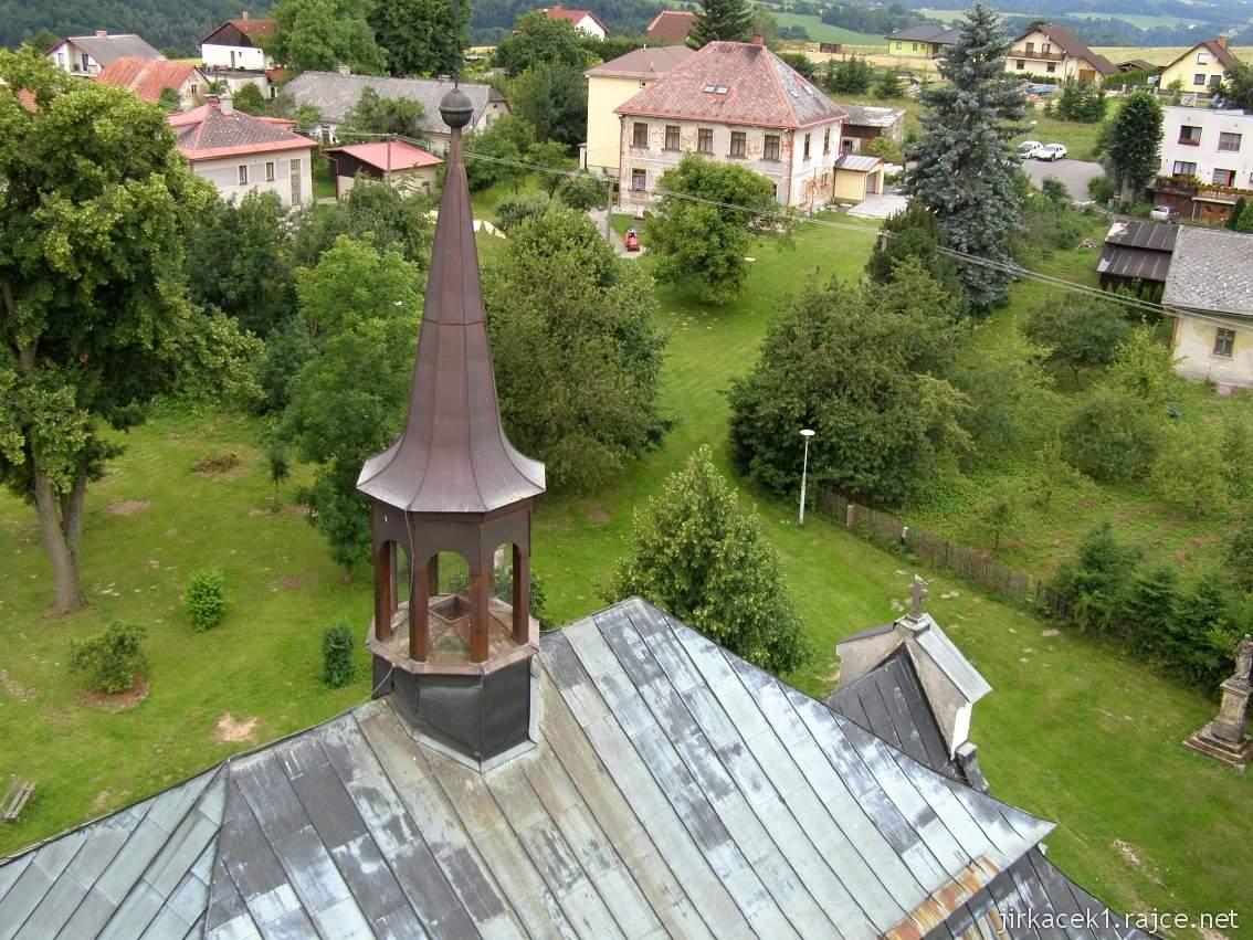 Bozkov -  kostel Navštívení Panny Marie - střecha kostela