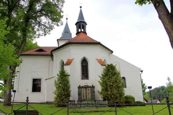 Záblatí - Kostel svatého Jana Křtitele, původně gotická stavba z 1. poloviny 14. století. Dvojlodní budova s trojbokým presbytářem, na jižní straně je kaple sv. Jana Nepomuckého
