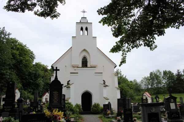 Husinec - hřbitovní kostel svatého Cyrila a Metoděje, pochází z let 1868 - 1870.