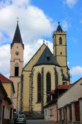 Bavorov - pohled na kostel Nanebevzetí Panny Marie. Jde o vrcholně gotický kostel ze 2. poloviny 14. století. Roku 1604. byla přistavěna velká věž.