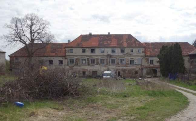 Zámek Předboř - smutný pohled.