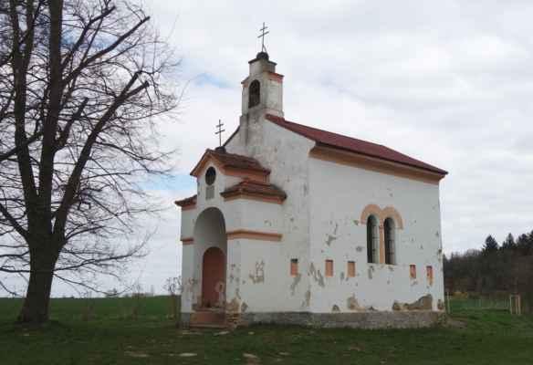Barokní kaple Panny Marie u Zdiměřic z r. 1818. Dle indikační skicy z r. 1841 byla kaple pravděpodobně původně dřevěná, současný objekt pochází z r. 1858. V interiéru by měla být fresková výzdoba, ale nahlédnout dovnitř se nedalo.