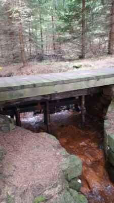 Blatenský vodní příkop - Umělý přivaděč vody vedoucí z přírodní rezervace Božídarské rašeliniště do Horní Blatné. Příkop je považován za unikátní vodní dílo.