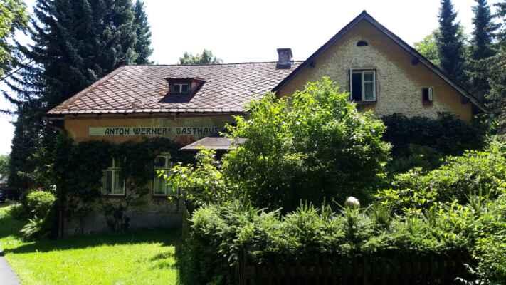 Oldříš - Zaniklá německá ves Ullersdorf. Téměř všechny domy byly v padesátých letech 20. století srovnány se zemí.