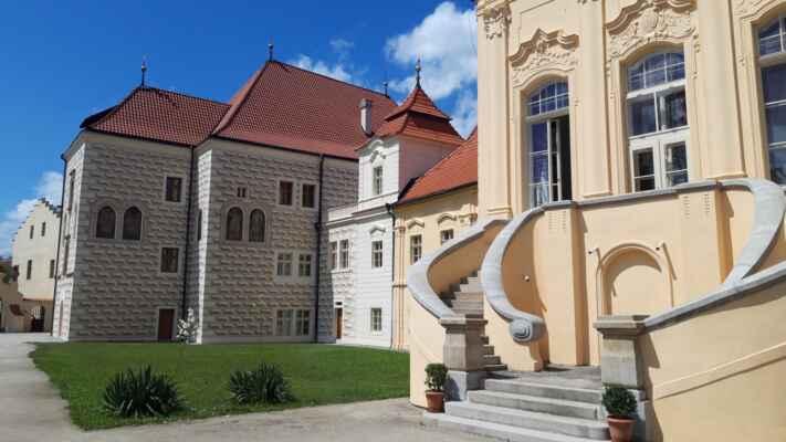 Z cesty domů: Zastávka v Želivi - Klášter v Želivi u Humpolce působí od 12. století. Po staletí je spojen s řádem mnichů premonstrátů.