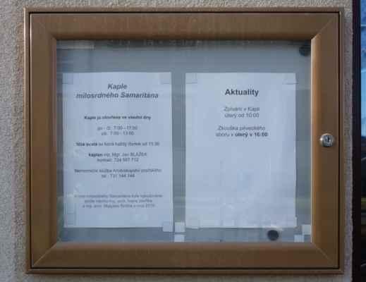 Hmmm, tak kaple Milosrdného Samaritána a je tady od roku 2015, ale asi tu nebylo to návěstí u cesty. A hele, otevřeno je jen ve všední den, tak to mám smůlu... No jo, ale vždyť je středa!!!