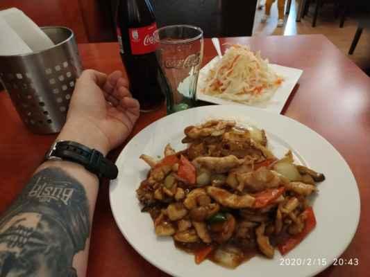 Lasardopictures 2020 - Ahoj Lidičky ;-) Ju Feng Yuan,restauraci v Plzni já osobně mám moc rád.Vaří tam skvěle.Je to tam chutné a skvělé no prostě boží a mají dobré ceny.Měl jsem tam dne 15.2.2020,Kuře na houbách + rýže + Cola a zeleninový salát za 150 Kč. Doporučuji všem u Ju Feng Yuan.Čus * Dne: 15.2.2020 Plzeň sobota/150 Kč. * Fotograf: D'J.Tamáš LasardoPictures * Fotoaparát: Xiaomi Redmi Note 8 lite. * All Rights Reserved Photo: LasardoPictures * IMG_20200215_204326.jpg   fotoaparát: Xiaomi, MI 8 Lite   datum: 15.02.2020 20:43:26   čas: 1/14 s   clona: f/1.9   ohnisko: 3.9 mm   ISO: 800 »*« * www.sisiangelswhitegabriela.estranky.cz * www.lasardopictures.webnode.cz    * www.forest1981.estranky.cz * JT81 R.I.P hudba - www.youtube.com/playlist?list=PLALJeiPjfjpZFiG27SmrhQfsdprHyB4Dc   »*« #LasardoPictureS #TJ81Fotografie #Mrbustatattoo #Tattoo #Tamáš #JuFengYuan #Restaurace #cocacola #zeleninovýsalát #kuře #kungpao »*«  WiFi Dne: 15.2.2020 od hotelu Central v Riegrové ul.,v Plzni.