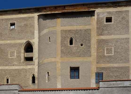 I přes stavební úpravy si tvrz zachovala gotický charakter. Dochoval se gotický sklep, okna nebo krby. V současnosti je v soukromém vlastnictví a není veřejnosti přístupná.