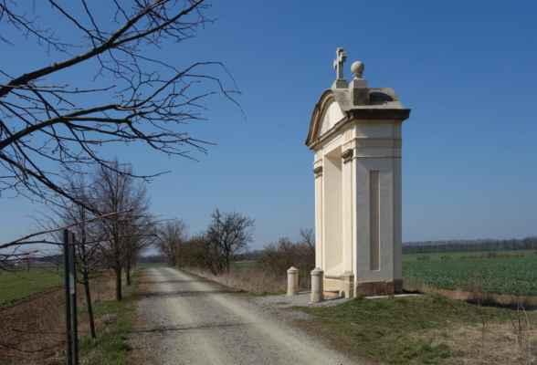 Poutní cesta do Hájku - vznikla v letech 1720 - 26. Vedla ze Strahova do Hájku a měla 20 zděných kapliček.