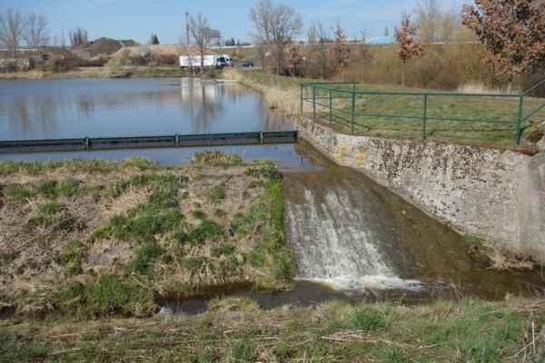 Ne, tohle není další rybník, to je hráz rybníka Strnad.