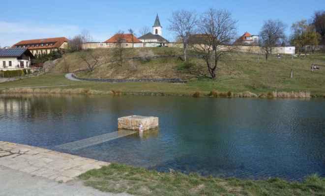 Rybník Terezka - ten není na Litovickém potoce. Ten pouze protéká kolem. Byl zbudován v roce 2018 na místě bývalých ilegálních skládek a rozpadlých staveb. Napájí jej potok Světluška přitékající z rybníku Ve Hvězdě.