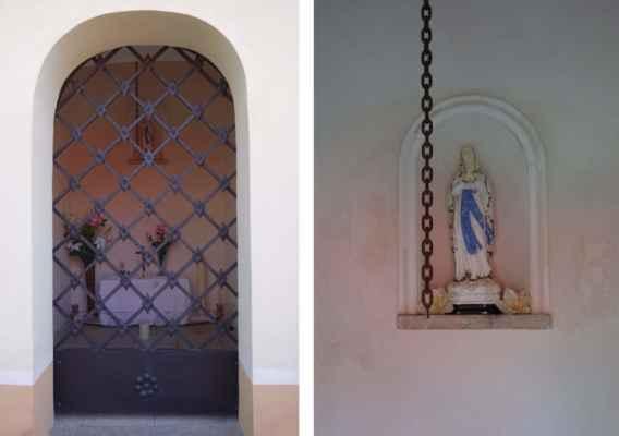 Dnes je se soškou Panny Marie. Komu je kaple skutečně zasvěcená, to jsem nenašla.