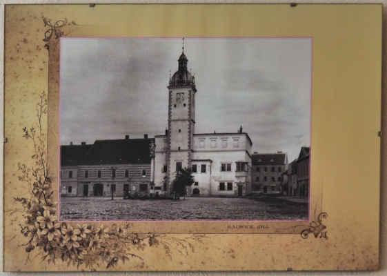 Na stěnách historické fotky Kyjova