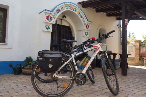 Je ráno a kola jsou připravena na cestu