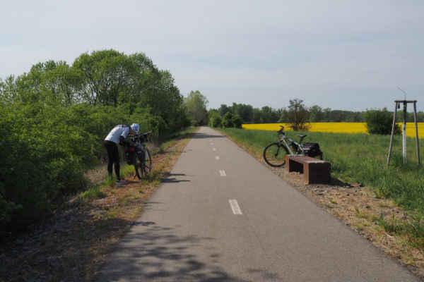 Cyklostezka Mutěnka je bývalá železnice, pěkně upravená pro cyklisty a jede se po ní krásně...