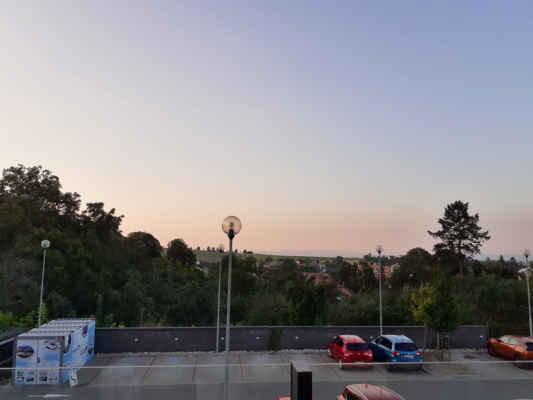 a večerní pohled z balkonu
