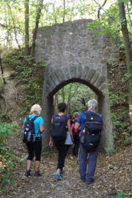 Viadukt u lomu Čertovy schody - Viadukt býval součástí malodrážní železnice Králův Dvůr–Beroun–Koněprusy.
