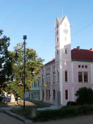 Radnice ve Stráži nad Nežárkou, kam jsme si dojely autobusem z Třeboně.