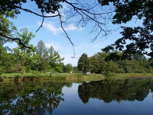 A tohle náhodou vím, to je rybník Doubek.