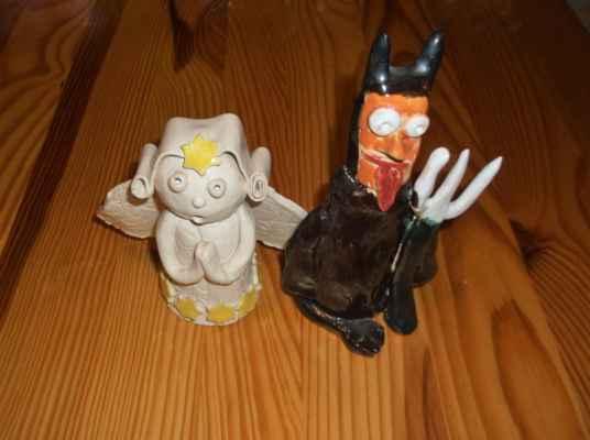 Anděl a čert - keramika (vypáleno z hrnčířské hlíny).