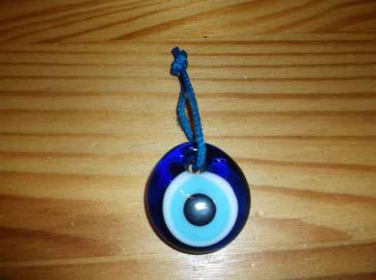 Nazar je amulet nebo talisman ve tvaru modrobílého oka, které má ochraňovat majitele před zlým pohledem a uhranutím.