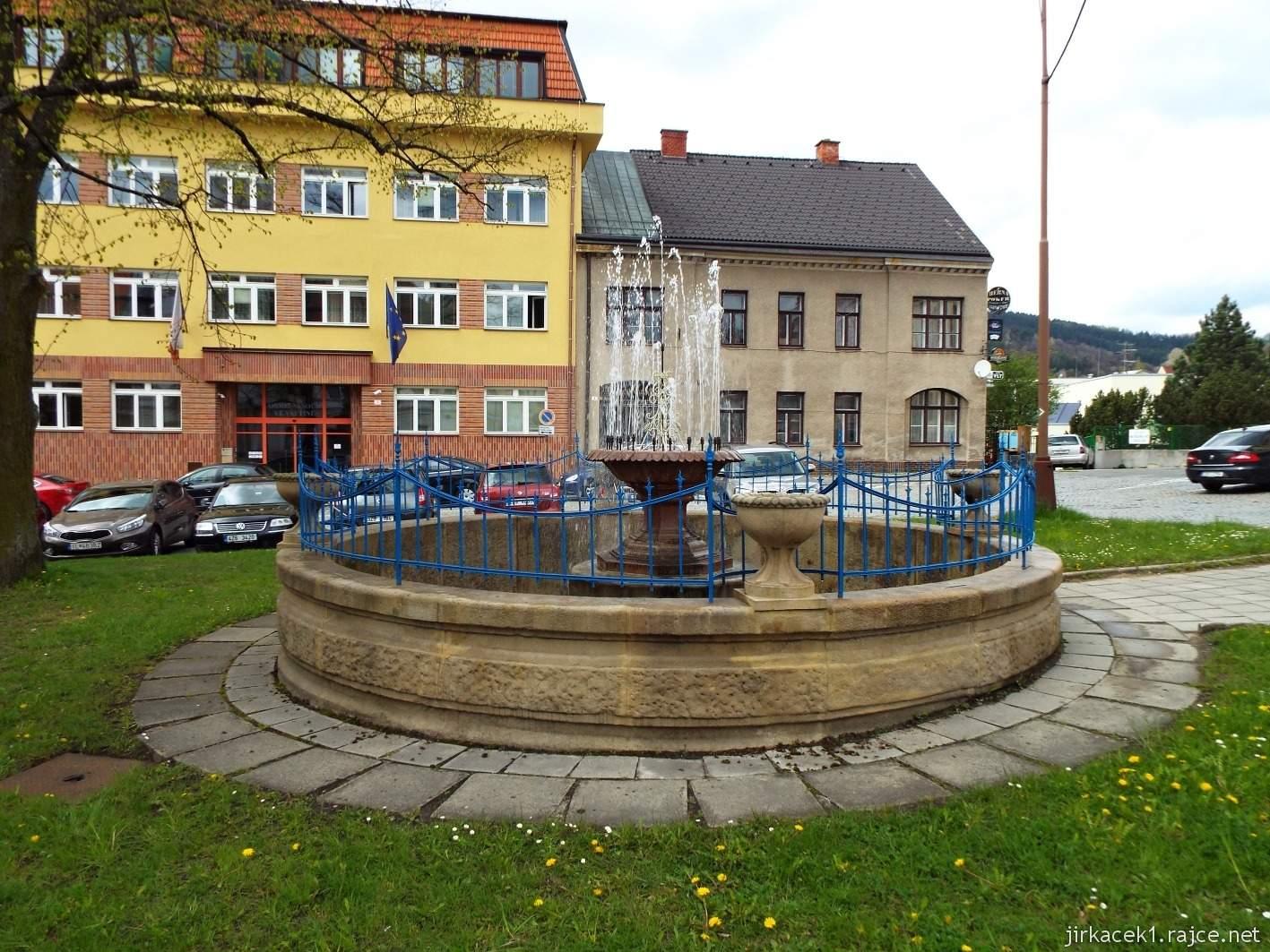 Vsetín - Horní náměstí 05 - barokní kašna
