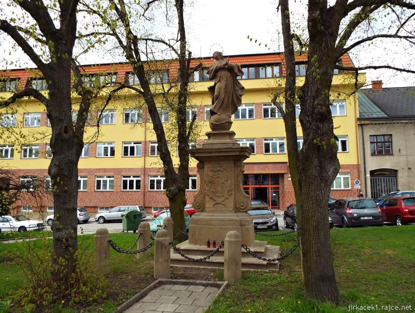 Vsetín - Horní náměstí 06 - socha Neposkvrněného početí Panny Marie