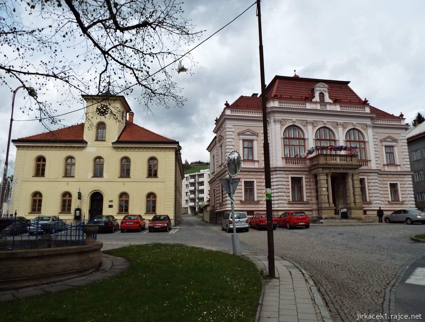 Vsetín - Horní náměstí 07 - stará a nová radnice