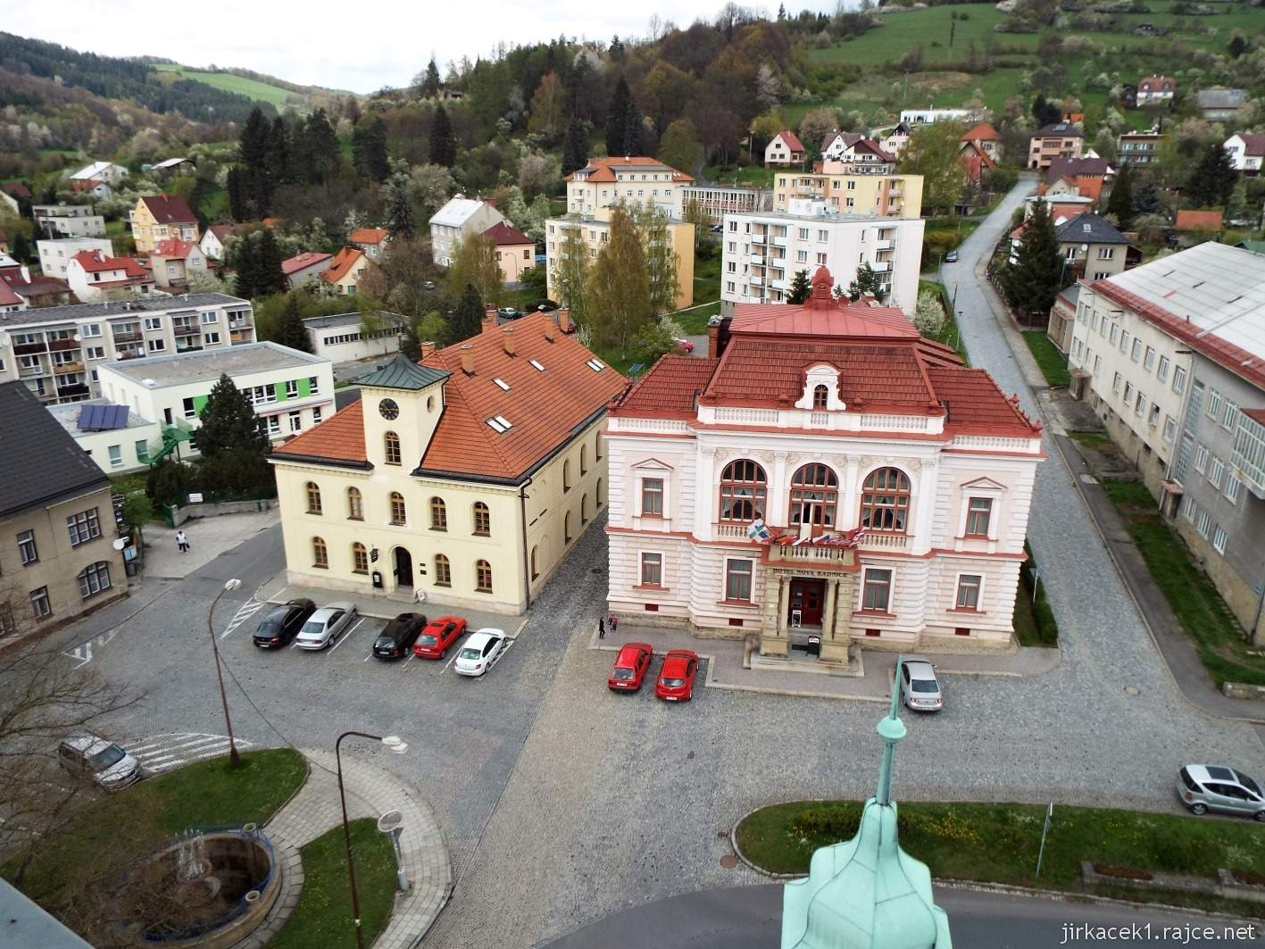 Vsetín - Horní náměstí 14 - stará a nová radnice