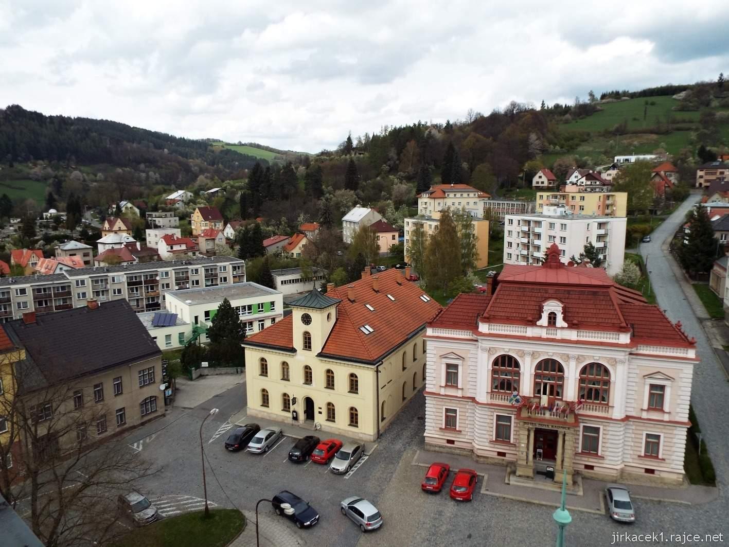 Vsetín - Horní náměstí 17 - stará a nová radnice