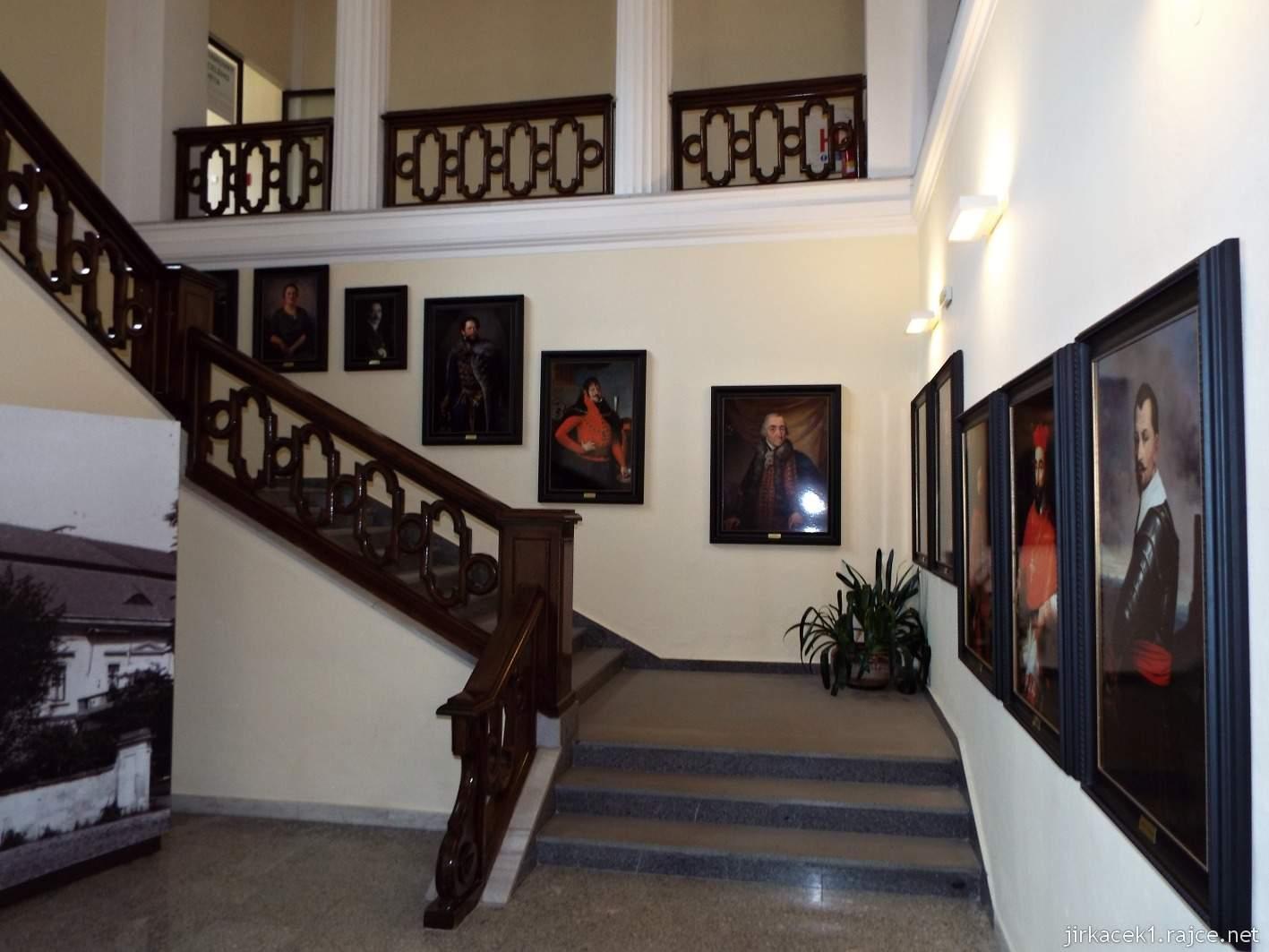 Vsetín - zámek 08 - muzeum - obrazárna majitelů zámku