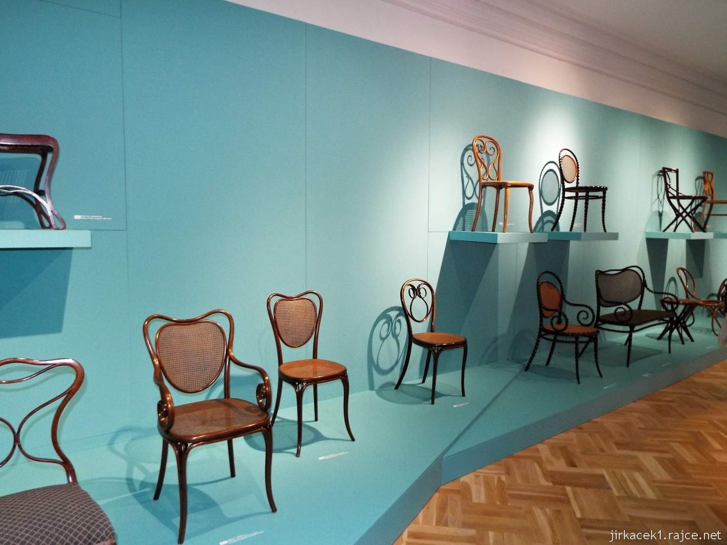 Vsetín - zámek 10 - muzeum - expozice Fenomén ohýbaného nábytku