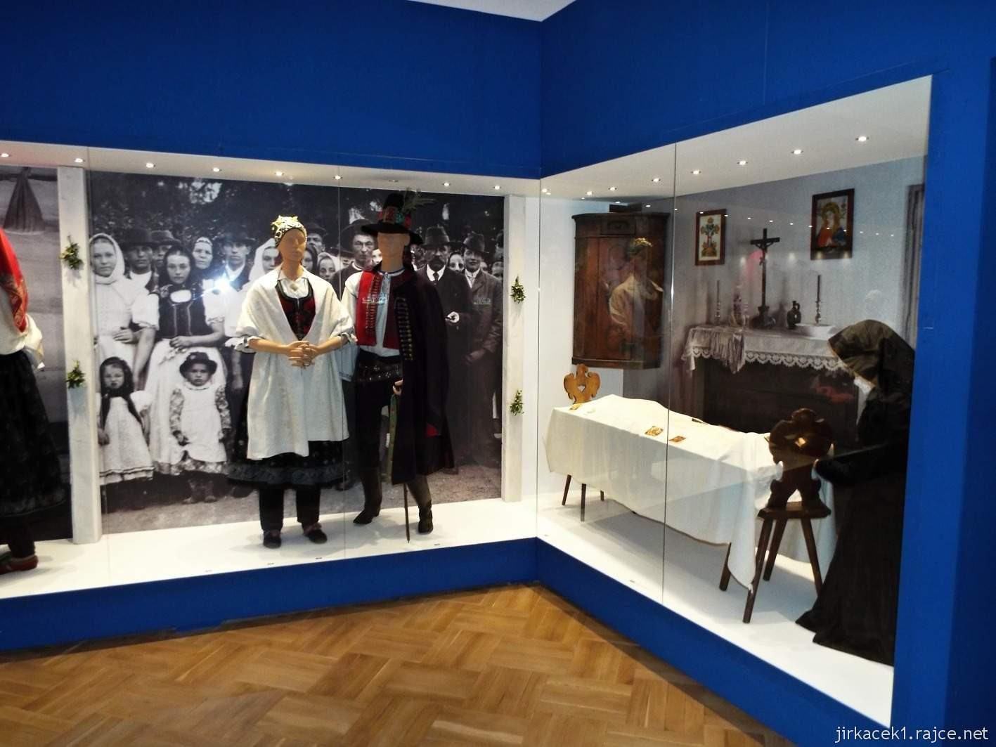 Vsetín - zámek 14 - muzeum - etnografická expozice Výroční a rodinné zvyky