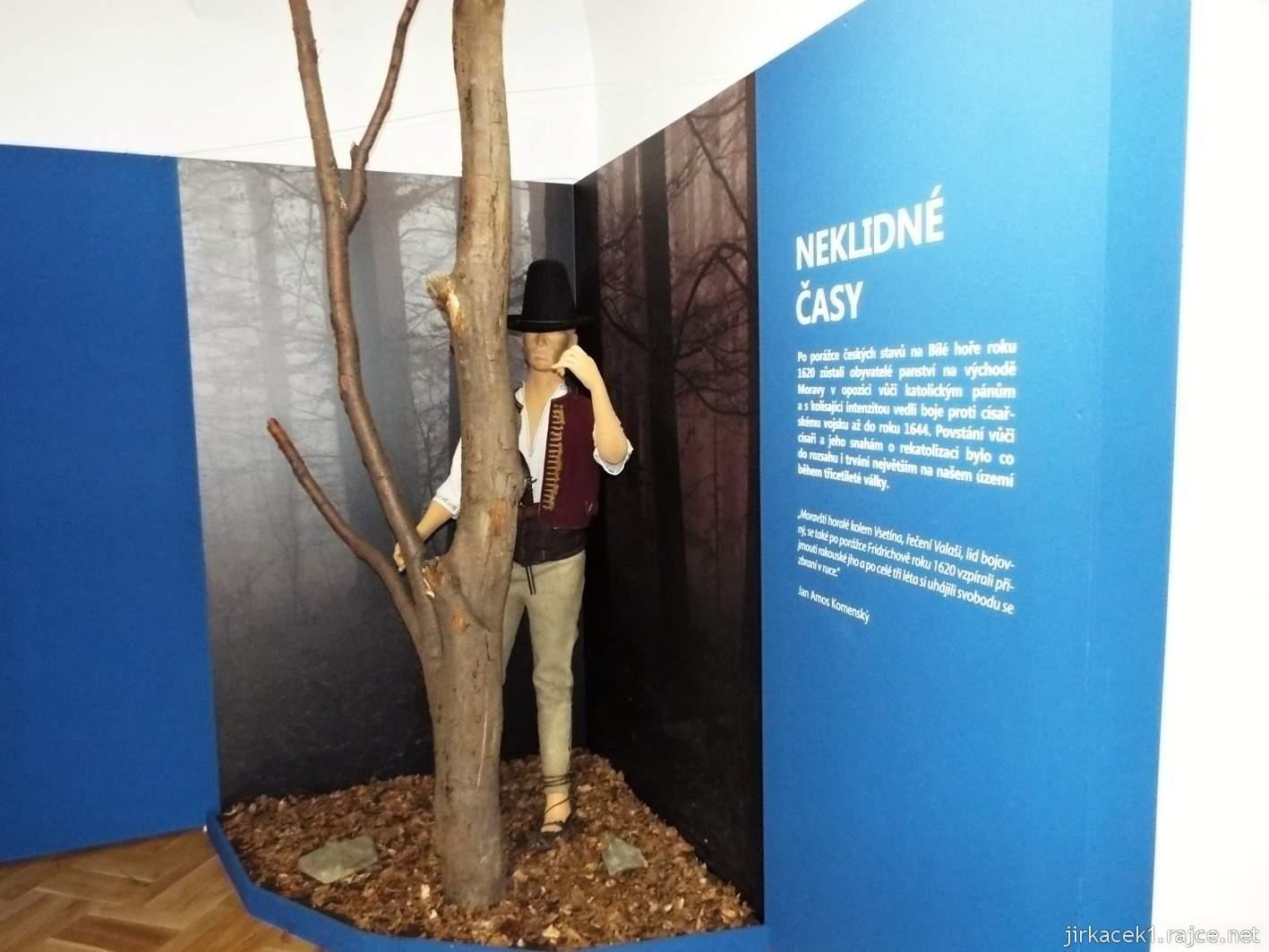 Vsetín - zámek 23 - muzeum - etnografická expozice Neklidné časy