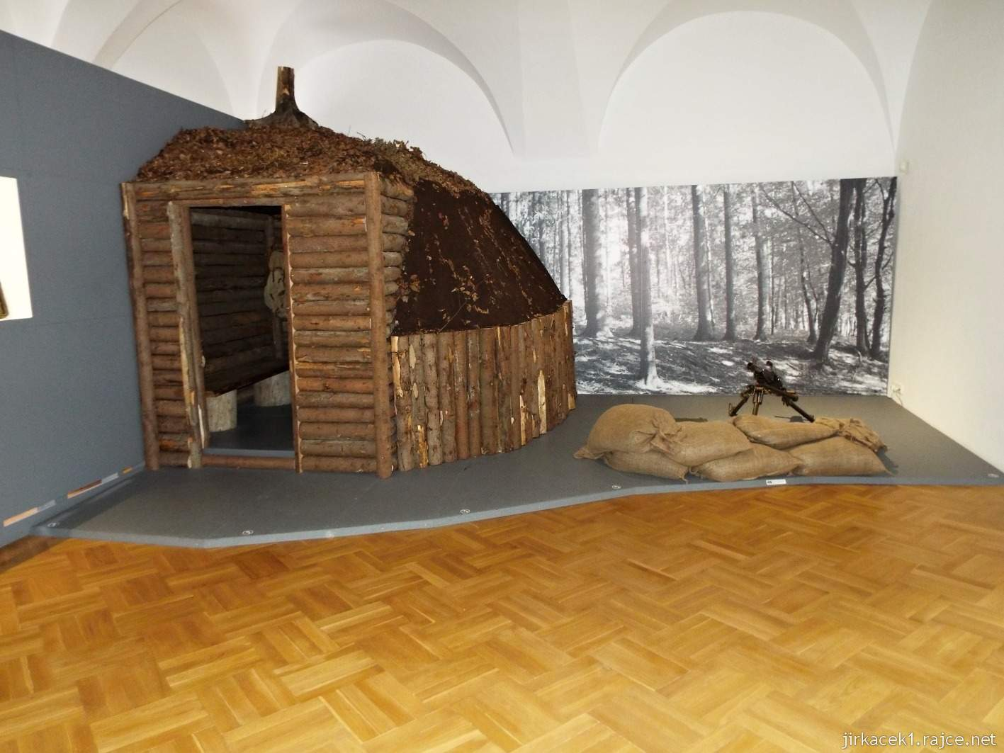 Vsetín - zámek 37 - muzeum - expozice V partyzánských horách