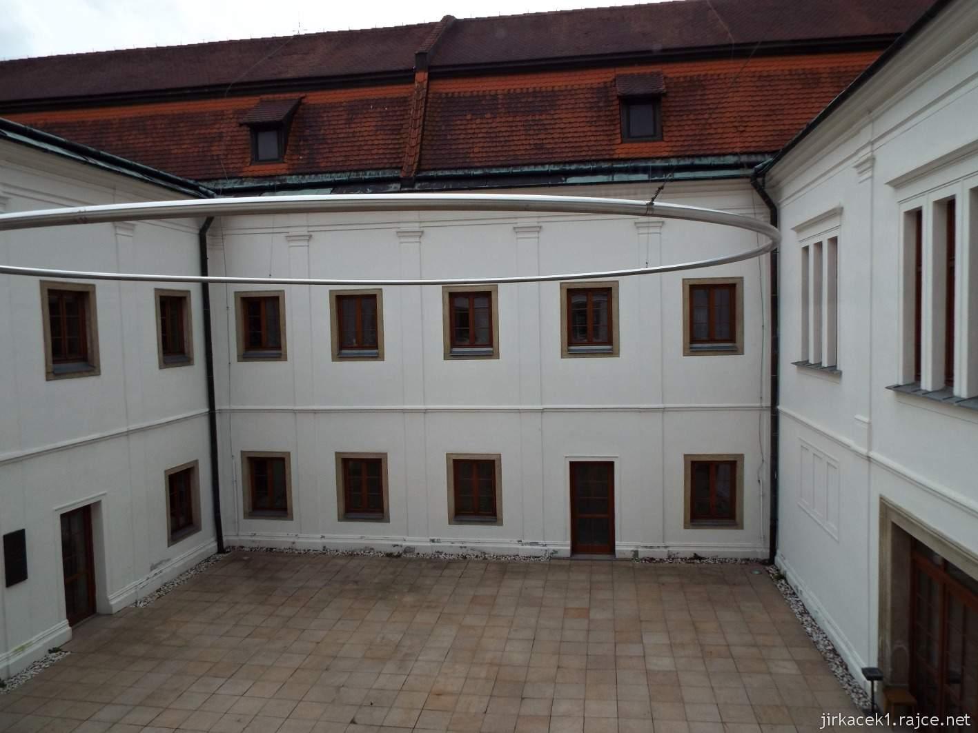 Vsetín - zámek 39 - muzeum - nádvoří zámku