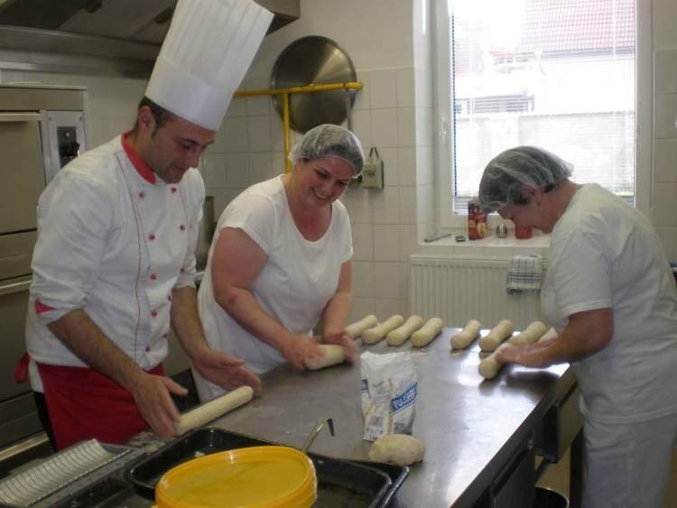 Host ve školní kuchyni